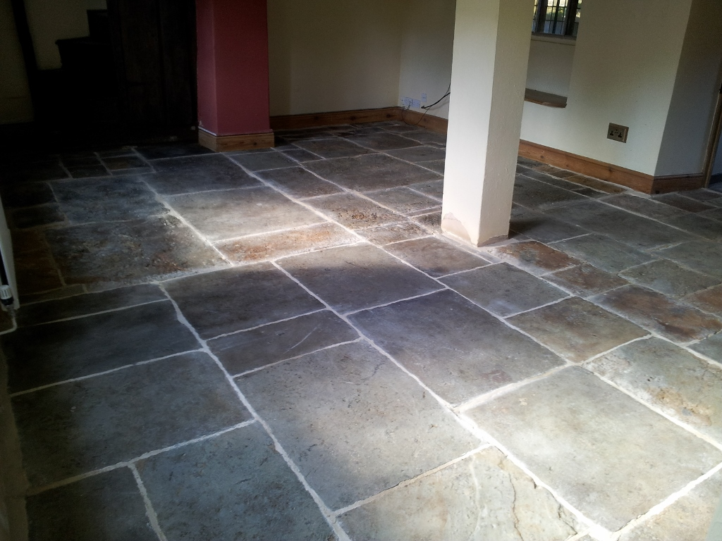 Flagstone floor cleaning sealing oxfordshire floor for Floor to floor carpet